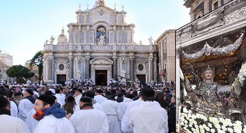 Sant'Agata rientra in Cattedrale (Foto Alberto Correnti)