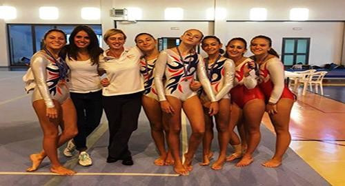 Le ginnaste dell'Alfa con le istruttrici Maria Pia Vigo e Caterina Fiducia