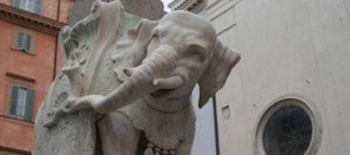 L'Elefante danneggiato a Roma